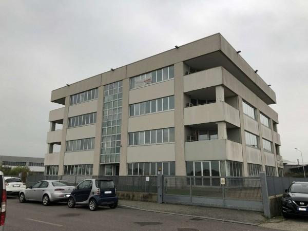 Ufficio in affitto a Moncalieri, 200 mq