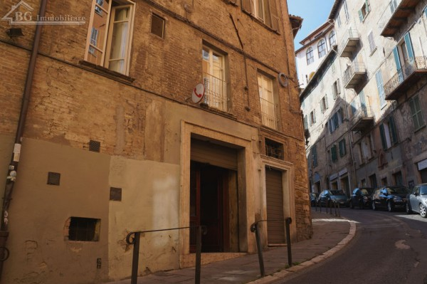 Locale Commerciale  in vendita a Perugia, Centro Storico Di Pregio, 140 mq