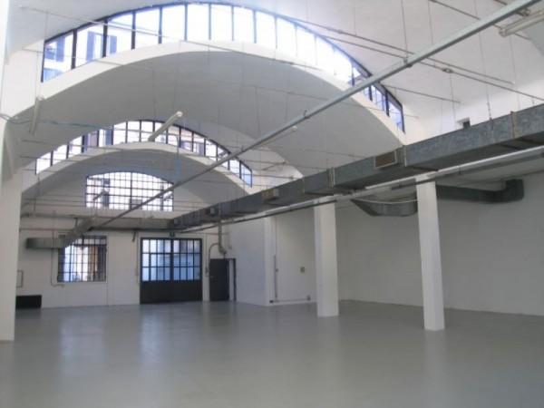 Locale Commerciale  in affitto a Milano, Centrale, 506 mq