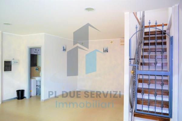 Locale Commerciale  in affitto a Marino, Santa Maria Delle Mole, 80 mq - Foto 2