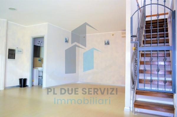 Locale Commerciale  in affitto a Marino, Santa Maria Delle Mole, 80 mq - Foto 1