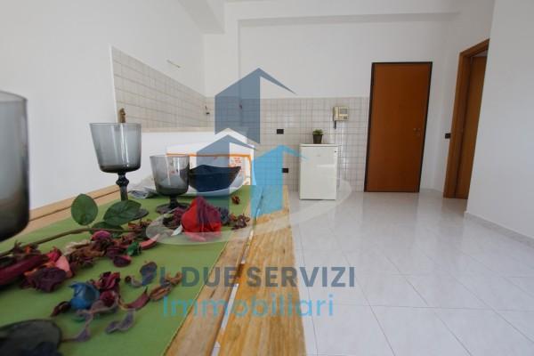Trilocale in vendita a Roma, Lunghezza, 70 mq