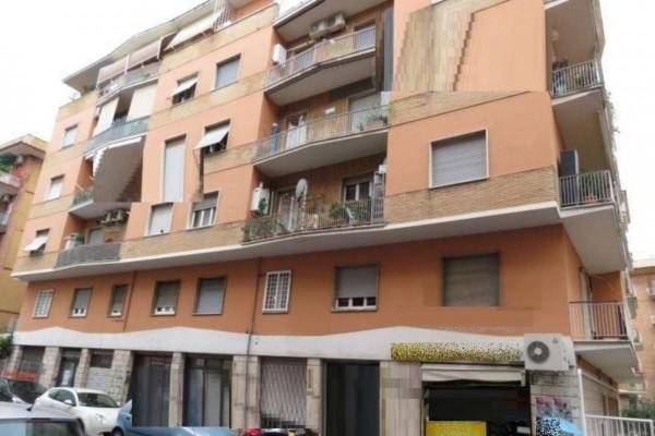 Appartamento in vendita a Roma, 68 mq