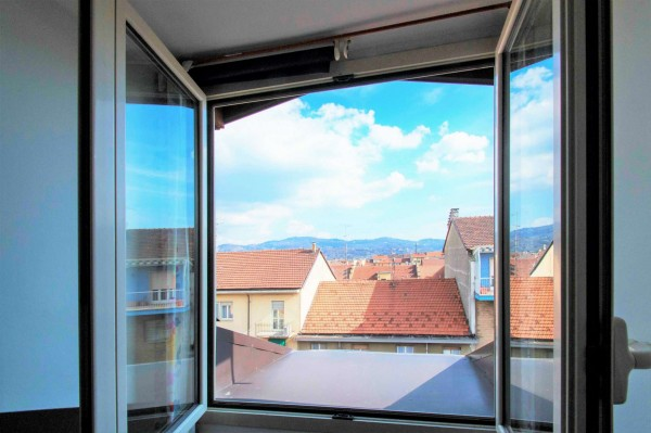 Appartamento in vendita a Torino, 68 mq