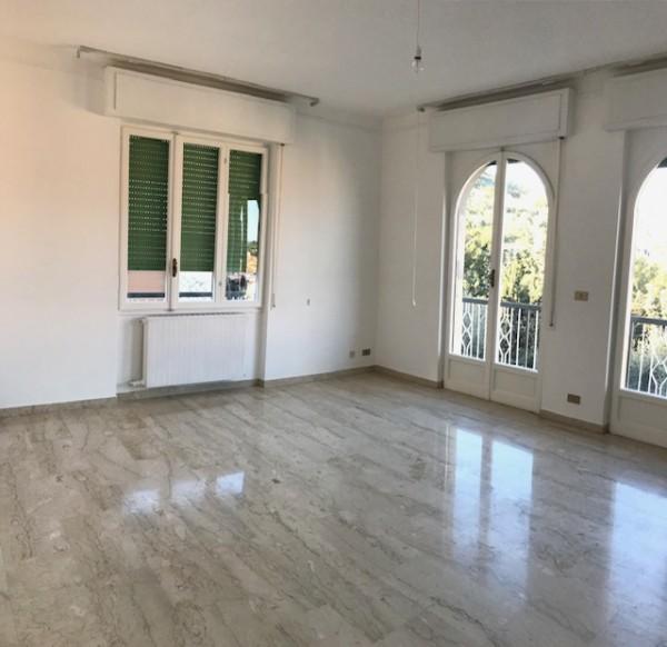 Appartamento in affitto a Imperia, 95 mq
