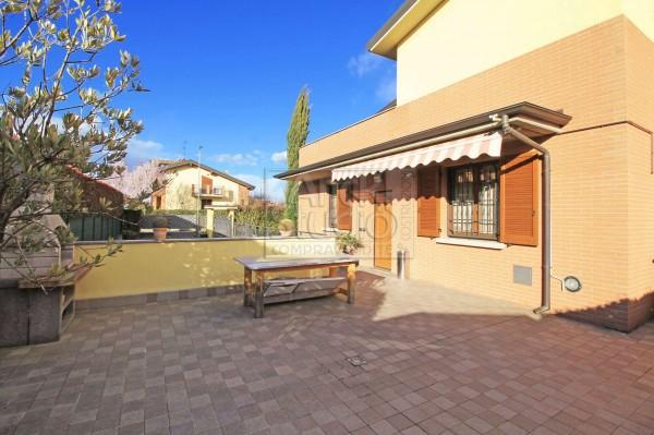 Villa in vendita a Cassano d'Adda, Cristo Risorto, Con giardino, 213 mq