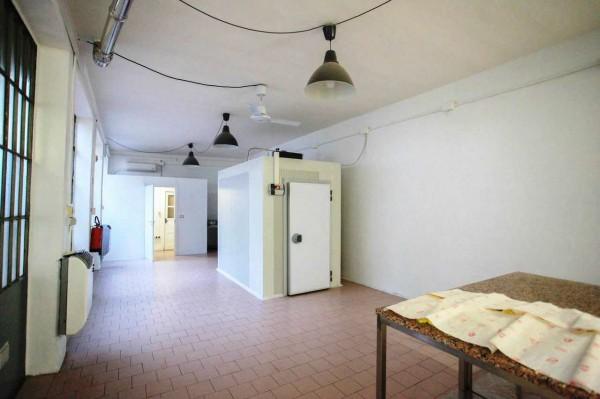 Locale Commerciale  in affitto a Torino, Via Tripoli - Piazza Santa Rita, 110 mq