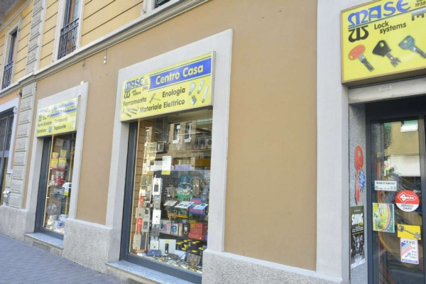 Negozio in vendita a Milano, Loreto, 130 mq