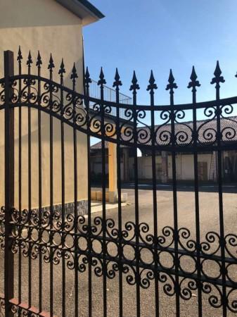 Villa in vendita a Corbetta, Con giardino, 120 mq