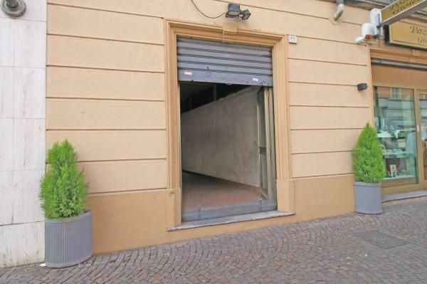 Negozio in vendita a Cassano d'Adda, Centro, 90 mq