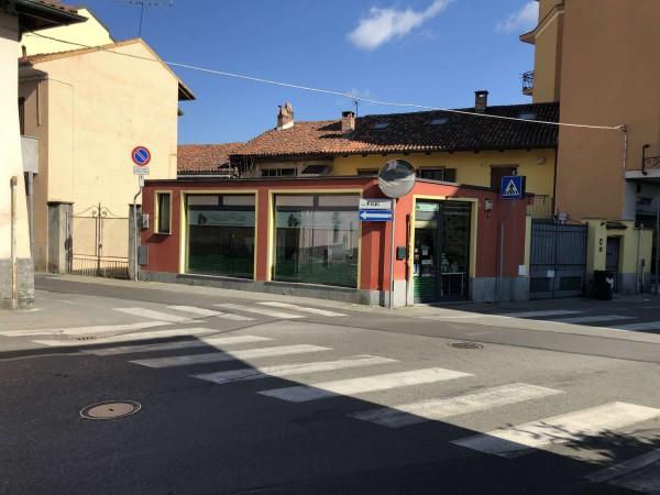 Locale Commerciale  in vendita a Orbassano, Arredato, 50 mq