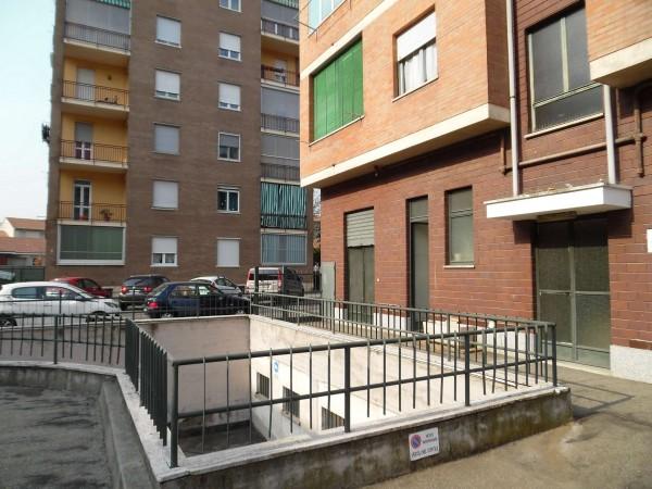 Locale Commerciale  in vendita a Torino, Mirafiori, 50 mq