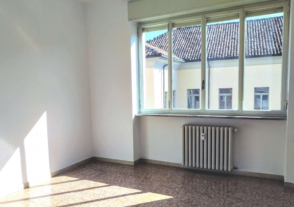 Appartamento in affitto a Alba, Centro Storico, 75 mq
