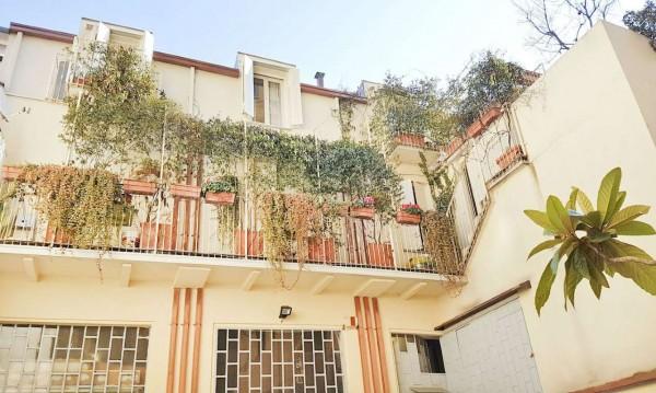 Locale Commerciale  in affitto a Milano, Lorenteggio, Con giardino, 180 mq