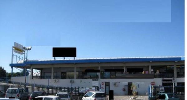 Locale Commerciale  in vendita a Marino, 64 mq