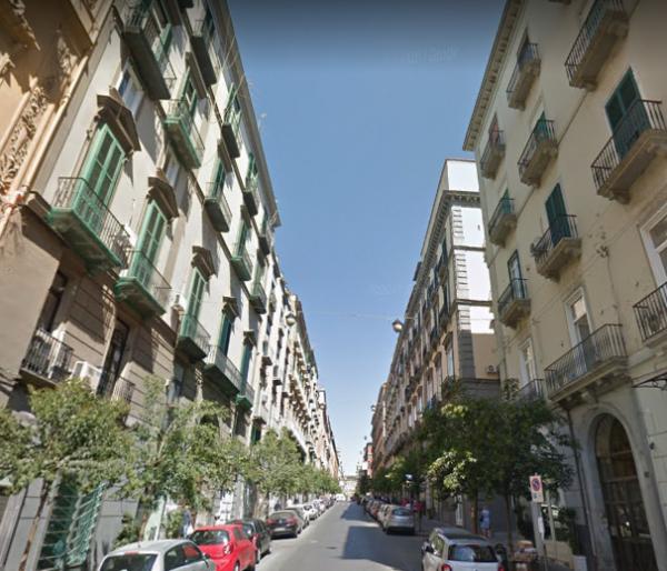 Locale Commerciale  in vendita a Napoli, Centro Storico, 110 mq