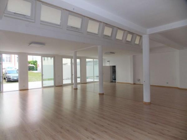Ufficio in vendita a Milano, Via Montegani, 450 mq
