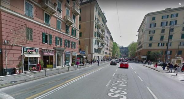 Locale Commerciale  in vendita a Genova, Arredato, 160 mq