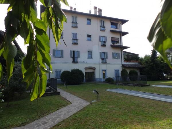 Appartamento in vendita a Seregno, Con giardino, 180 mq