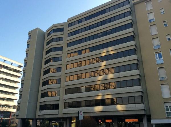 Ufficio in vendita a Brescia, Bresciadue, 1076 mq