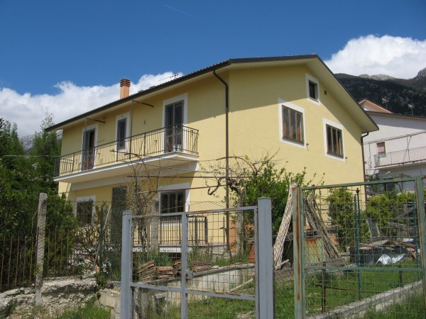 Casa indipendente in vendita a Sulmona, Fonte D'amore, Con giardino, 263 mq