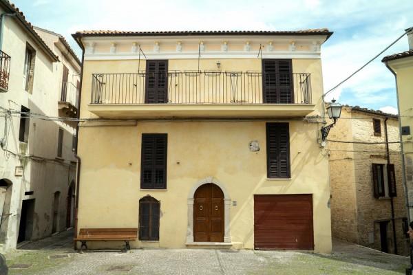 Casa indipendente in vendita a Abbateggio, Centro, 196 mq