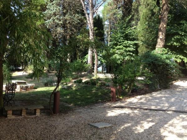 Locale Commerciale  in vendita a Todi, Todi, Con giardino, 500 mq