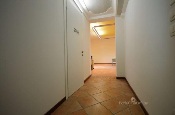 Ufficio in affitto a Forlì, 138 mq