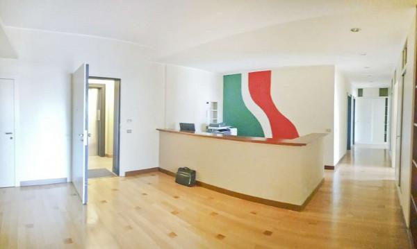 Ufficio in vendita a Milano, San Babila, 140 mq