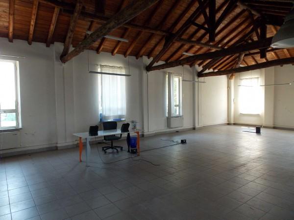 Locale Commerciale  in affitto a Milano, Ortica, 240 mq