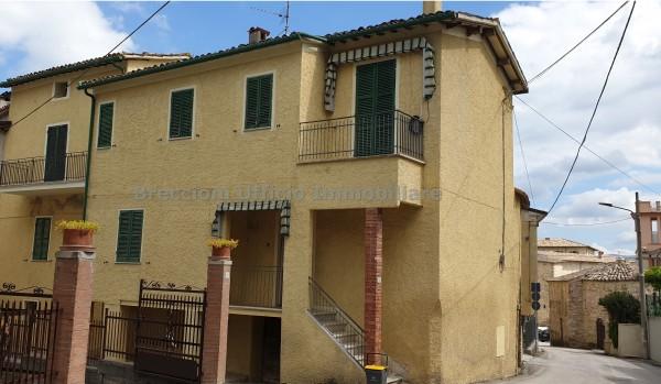 Casa indipendente in vendita a Castel Ritaldi, Centro, 120 mq