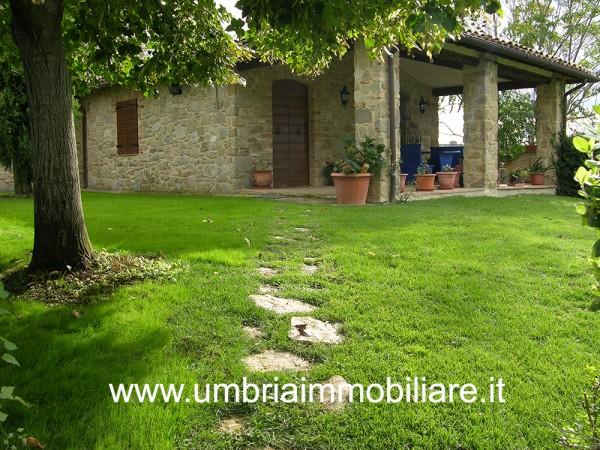 Rustico/Casale in vendita a Gualdo Cattaneo, Con giardino, 164 mq