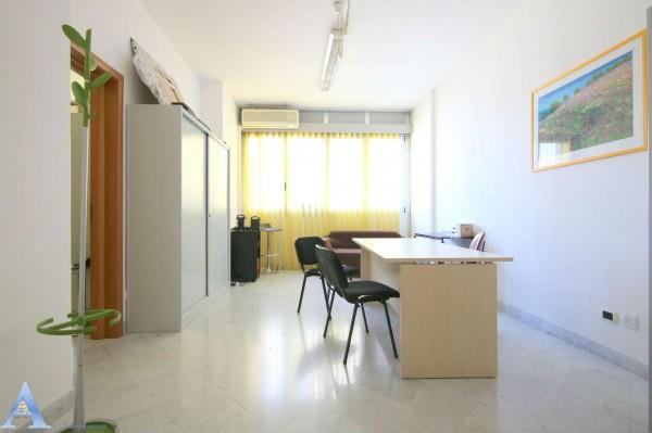 Ufficio in vendita a Taranto, Rione Italia, Montegranaro, 51 mq