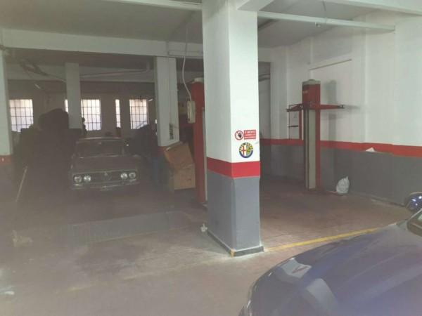 Locale Commerciale  in vendita a Genova, Adiacenze Via Trento, Arredato, 490 mq
