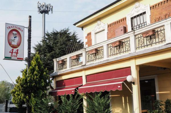 Locale Commerciale  in vendita a Moncalieri, 100 mq