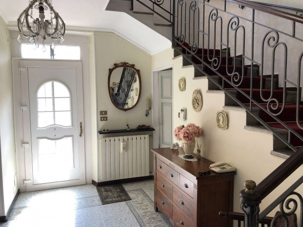 Villa in vendita a Varese, Con giardino, 233 mq