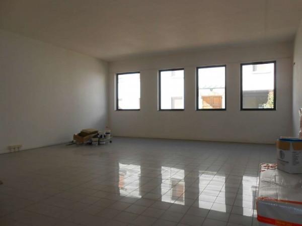 Ufficio in affitto a Madignano, Centro, 115 mq