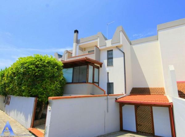 Villa in vendita a Taranto, Residenziale, Con giardino, 188 mq