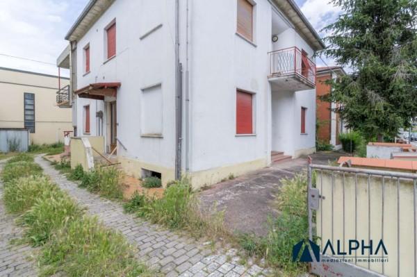 Casa indipendente in vendita a Forlimpopoli, Con giardino, 360 mq