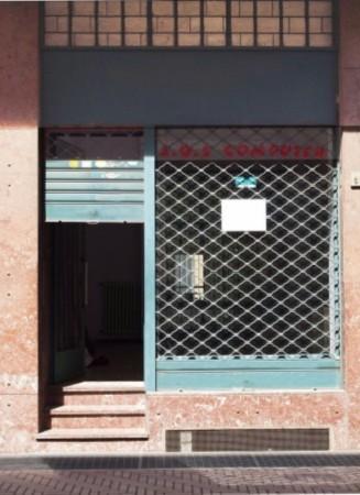 Negozio in affitto a Nichelino, 45 mq