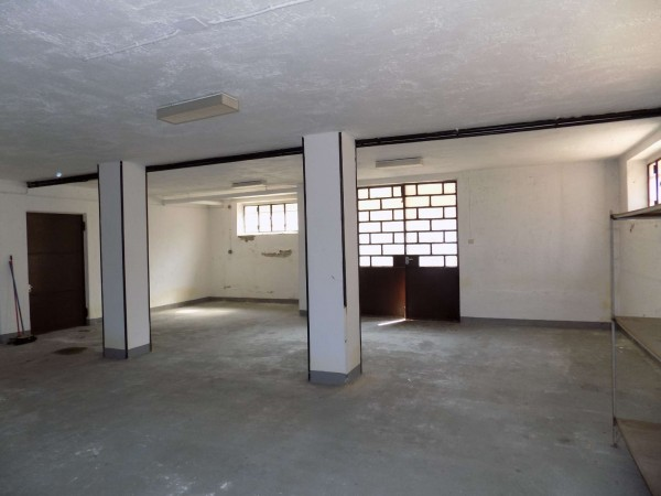 Locale Commerciale  in vendita a Senago, Centrale, 83 mq