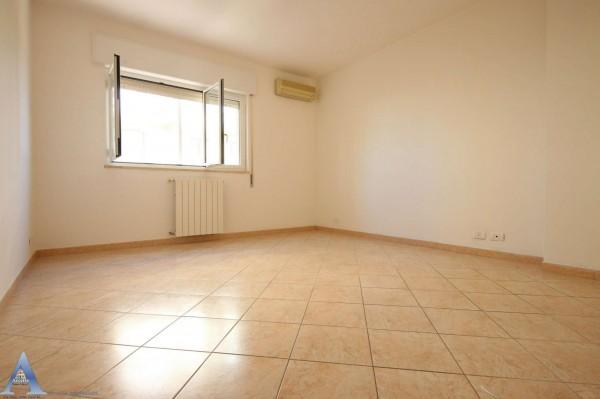 Appartamento in affitto a Taranto, Rione Laghi - Taranto 2, Con giardino, 85 mq - Foto 7