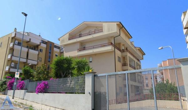 Appartamento in affitto a Taranto, Rione Laghi - Taranto 2, Con giardino, 85 mq - Foto 2