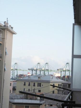 Appartamento in vendita a Genova, Pra Palmaro, 75 mq