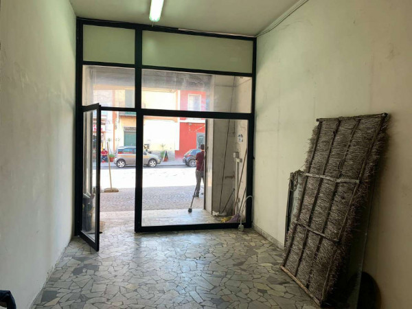 Locale Commerciale  in affitto a Sant'Anastasia, 70 mq