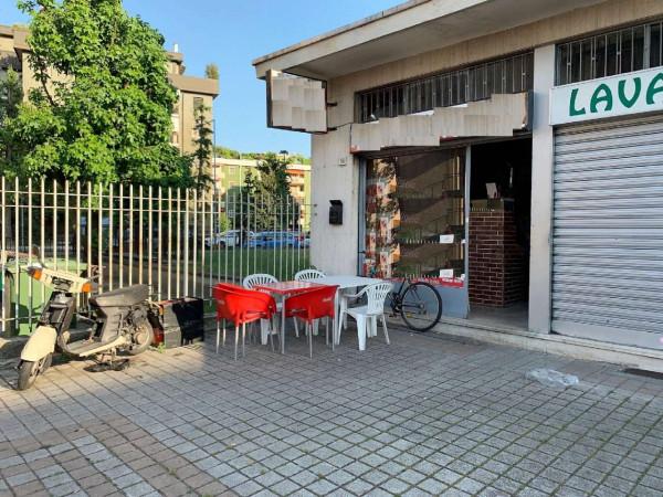 Negozio in vendita a Rozzano, 37 mq