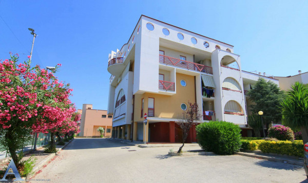 Appartamento in vendita a Taranto, Rione Laghi - Taranto 2, Con giardino, 84 mq
