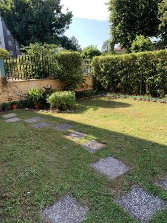 Appartamento in vendita a Caronno Pertusella, Con giardino, 131 mq