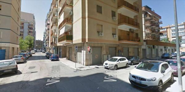 Locale Commerciale  in vendita a Taranto, Rione Italia, Montegranaro, 90 mq