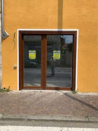 Negozio in affitto a Alpignano, Centro, 40 mq